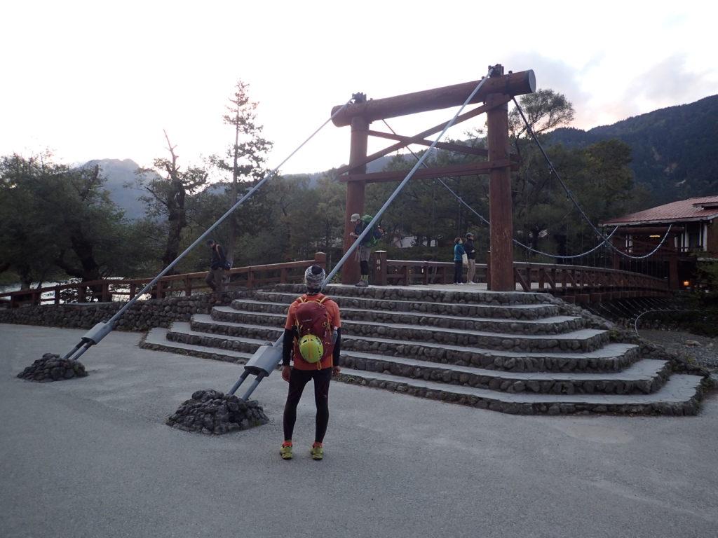 上高地の河童橋で記念撮影