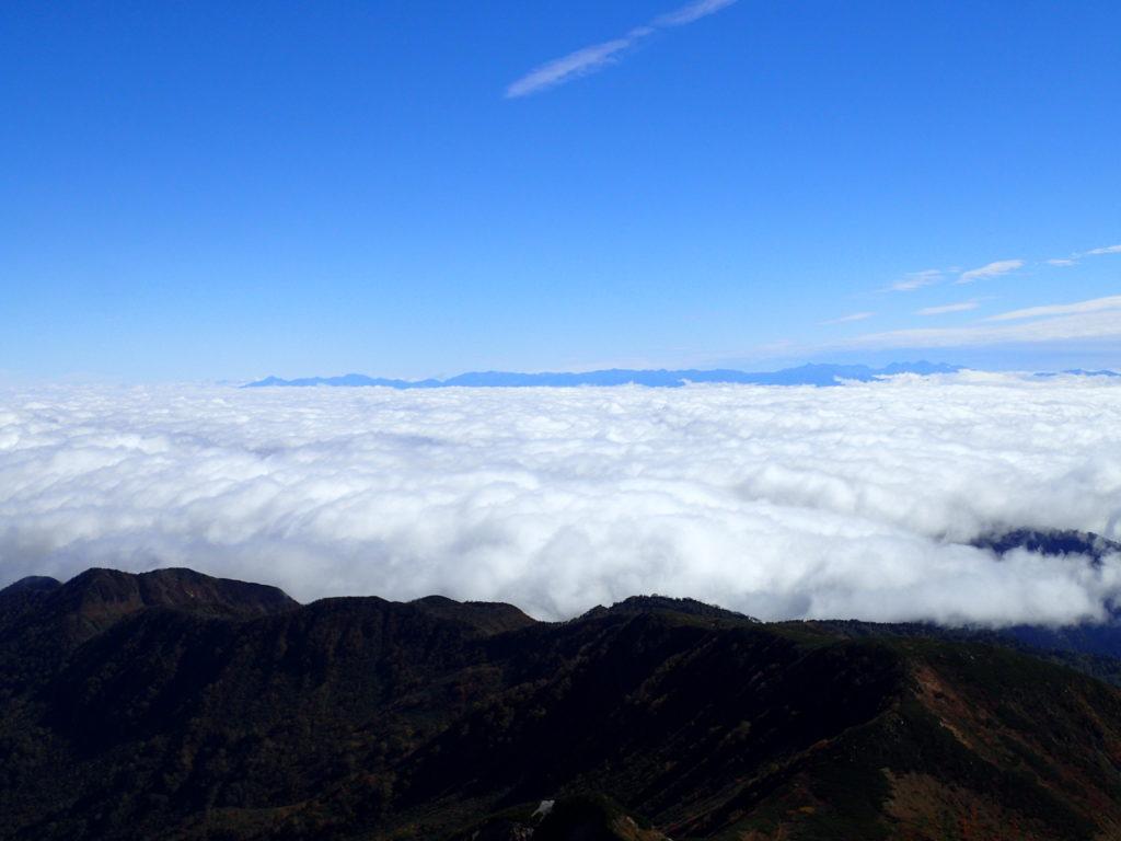 白山から眺める北アルプス