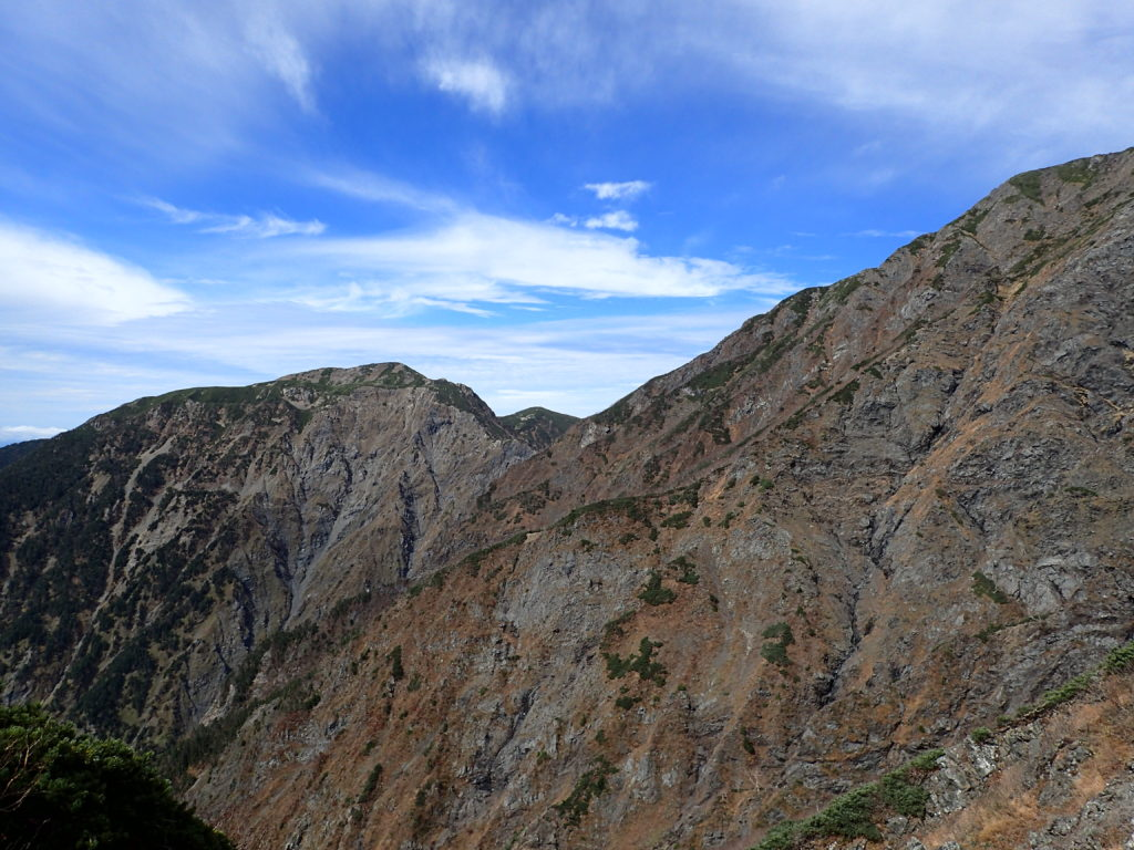 聖岳の便ヶ島ルートの小聖岳付近から見る聖岳大崩壊地