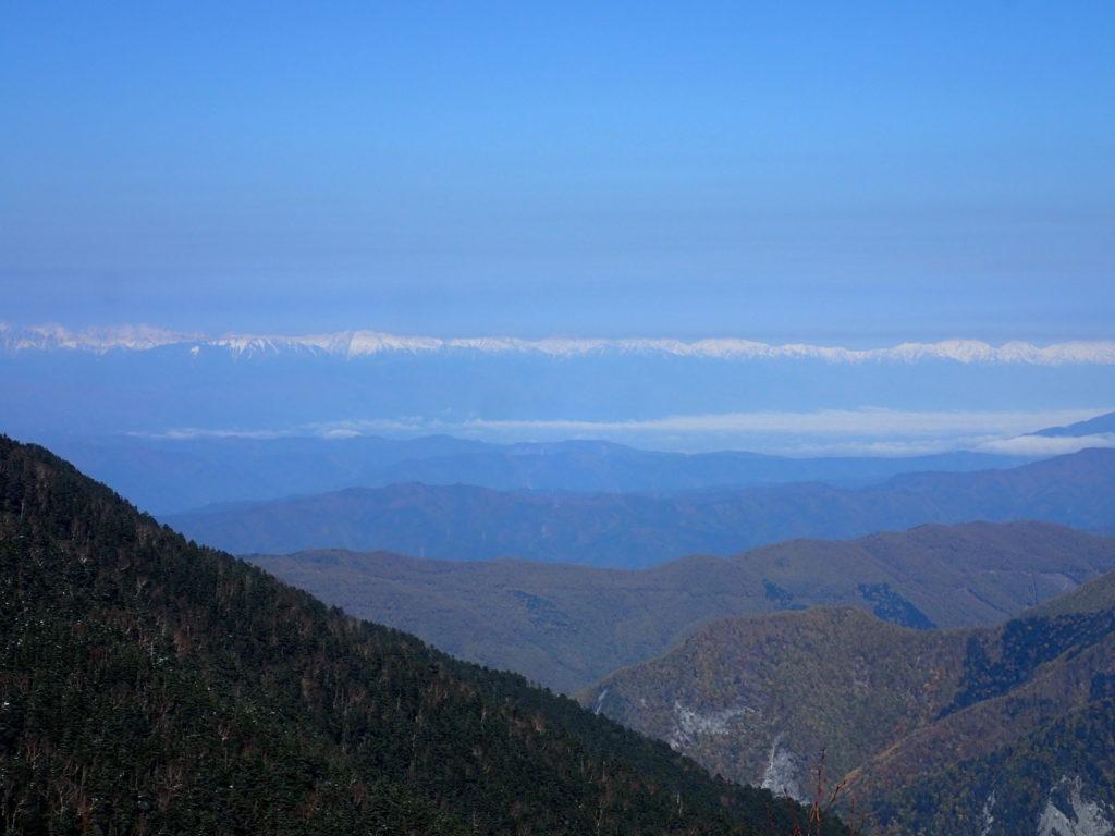 仙丈ヶ岳登山道から見る北アルプス