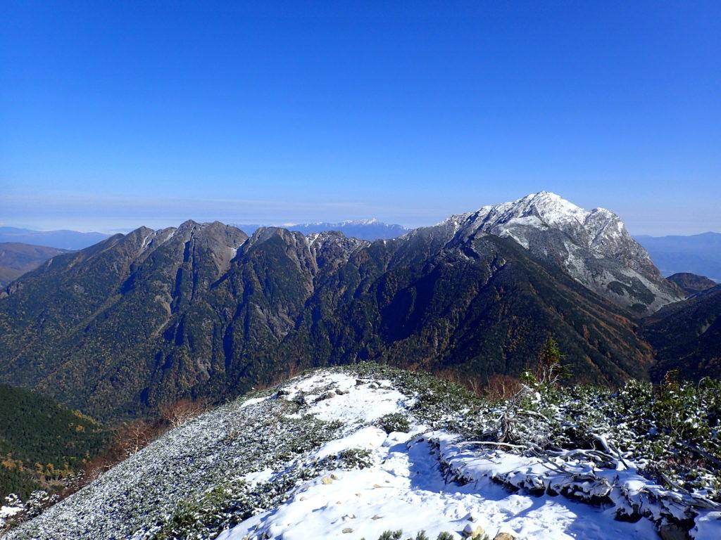 仙丈ヶ岳からみる甲斐駒ヶ岳と鋸岳