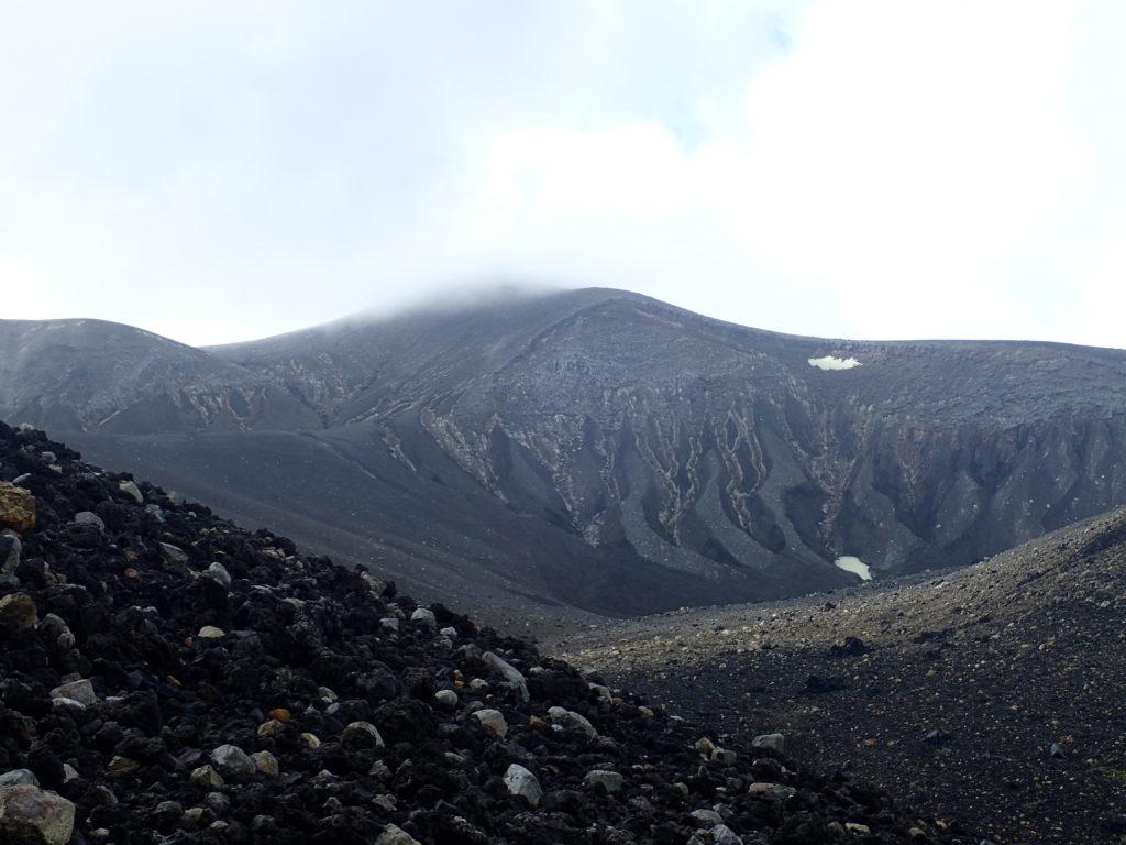 十勝岳登山道からの山頂方向