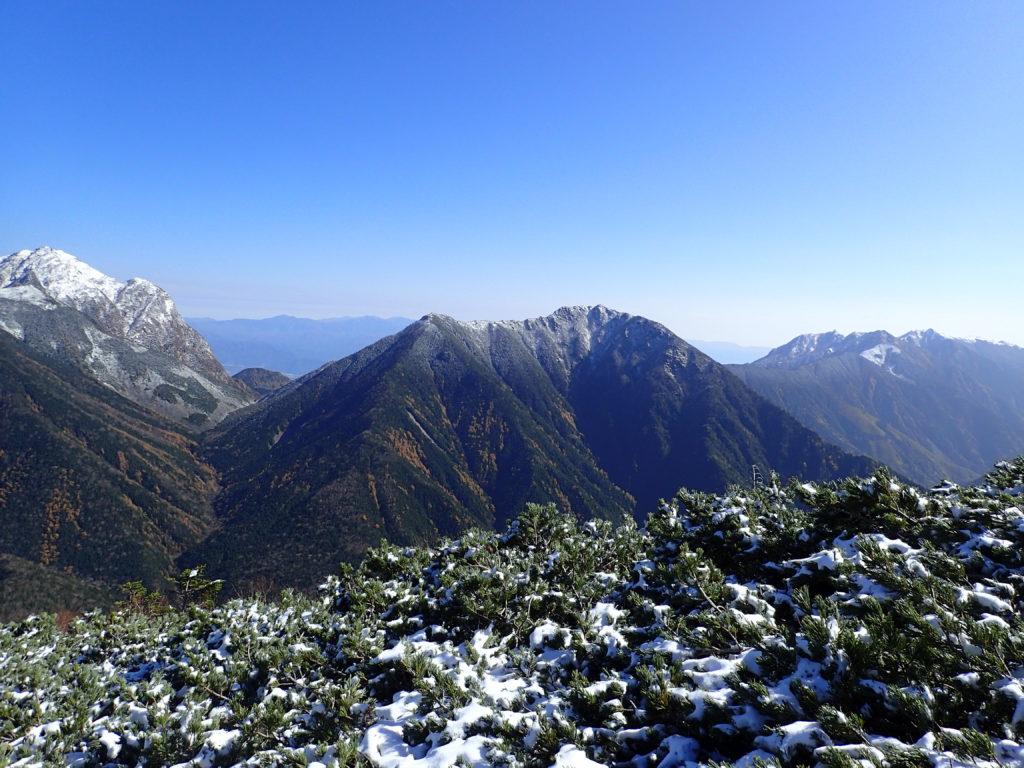 仙丈ヶ岳から見る栗沢山とアサヨ峰