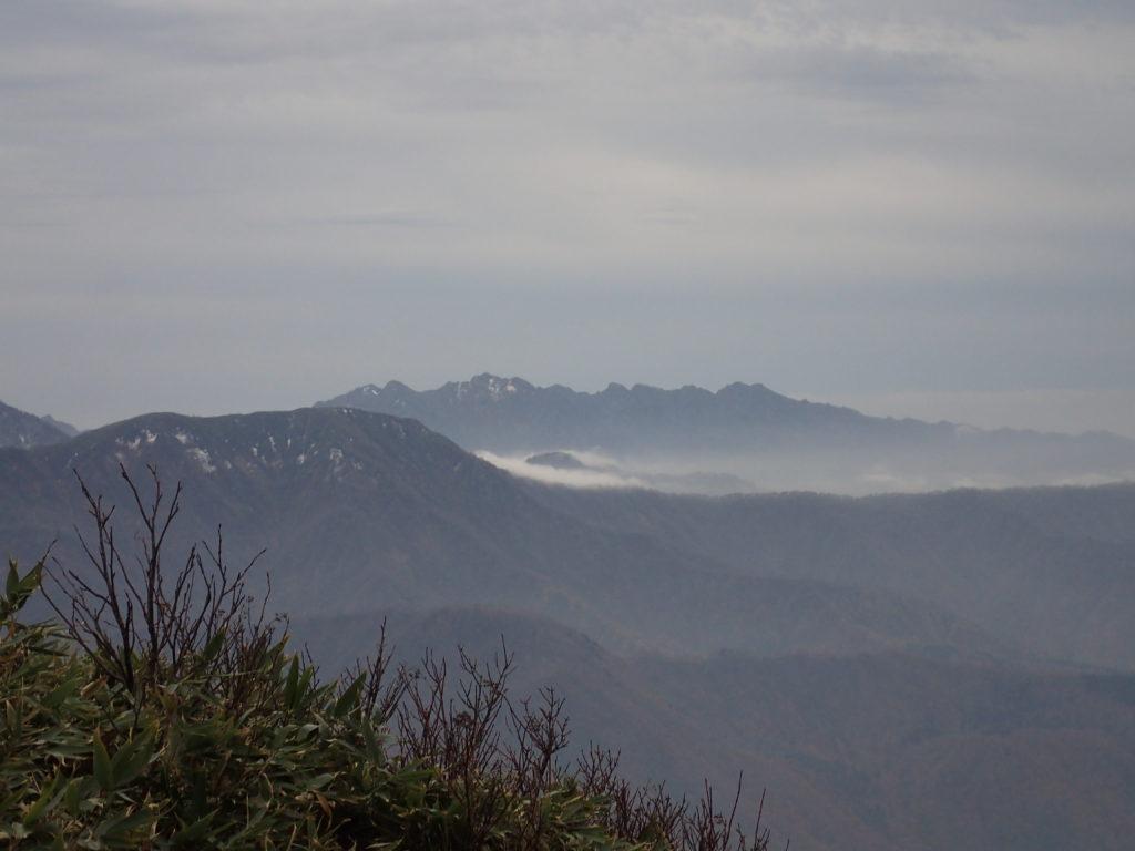 雨飾山から見る戸隠山