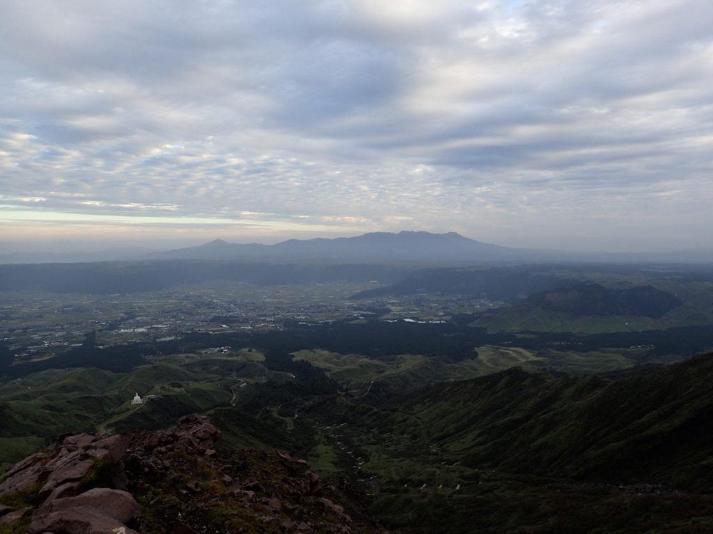 阿蘇山から見る九重連山