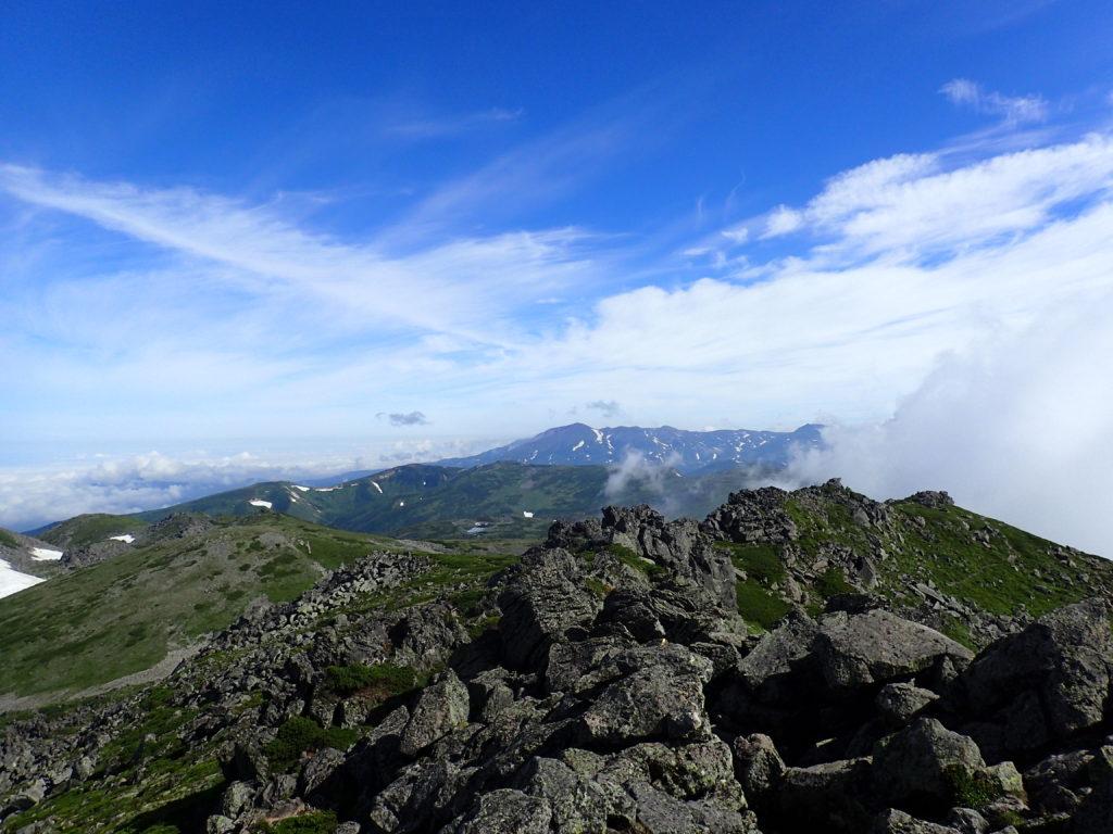 トムラウシ山から見る旭岳