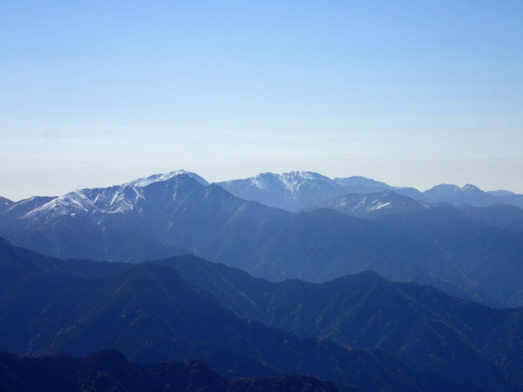 仙丈ヶ岳から見る南アルプス南部の山々
