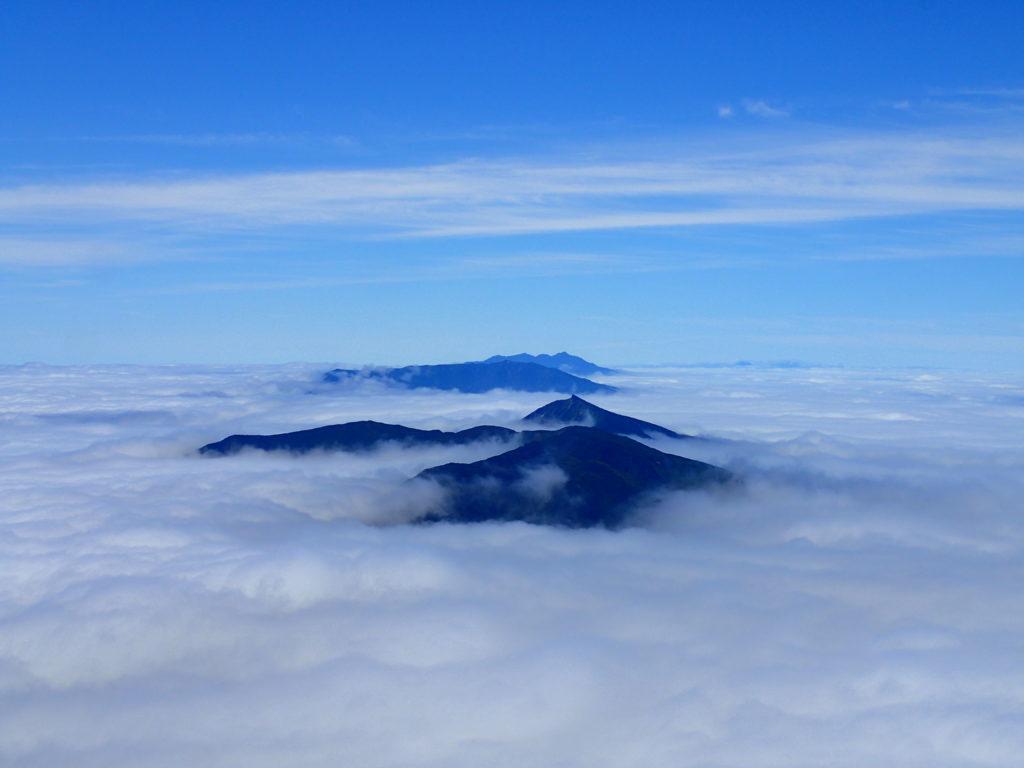 羅臼岳山頂から見た斜里岳方向