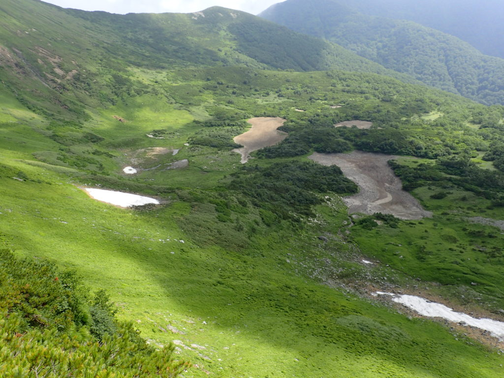 幌尻岳と戸蔦別岳の間の七ッ沼カール