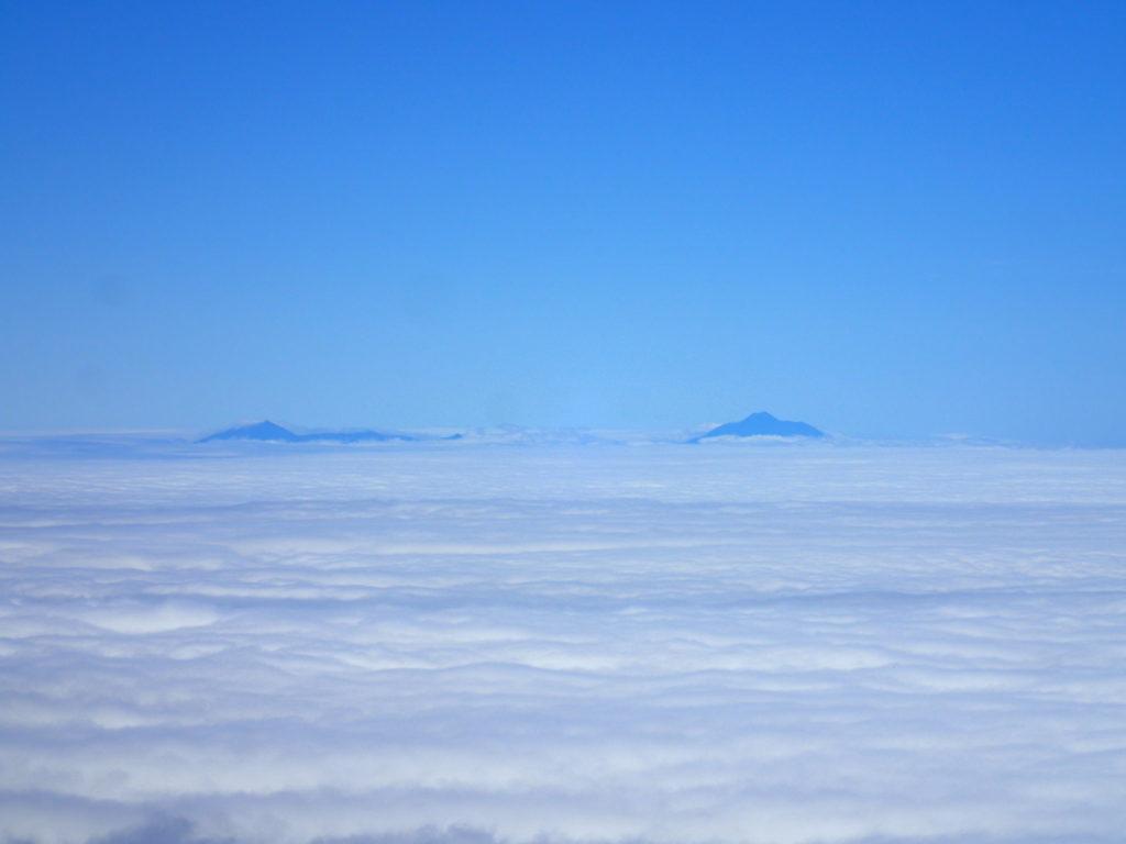 羅臼岳山頂から見る国後島