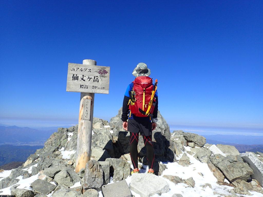 仙丈ヶ岳山頂で記念撮影