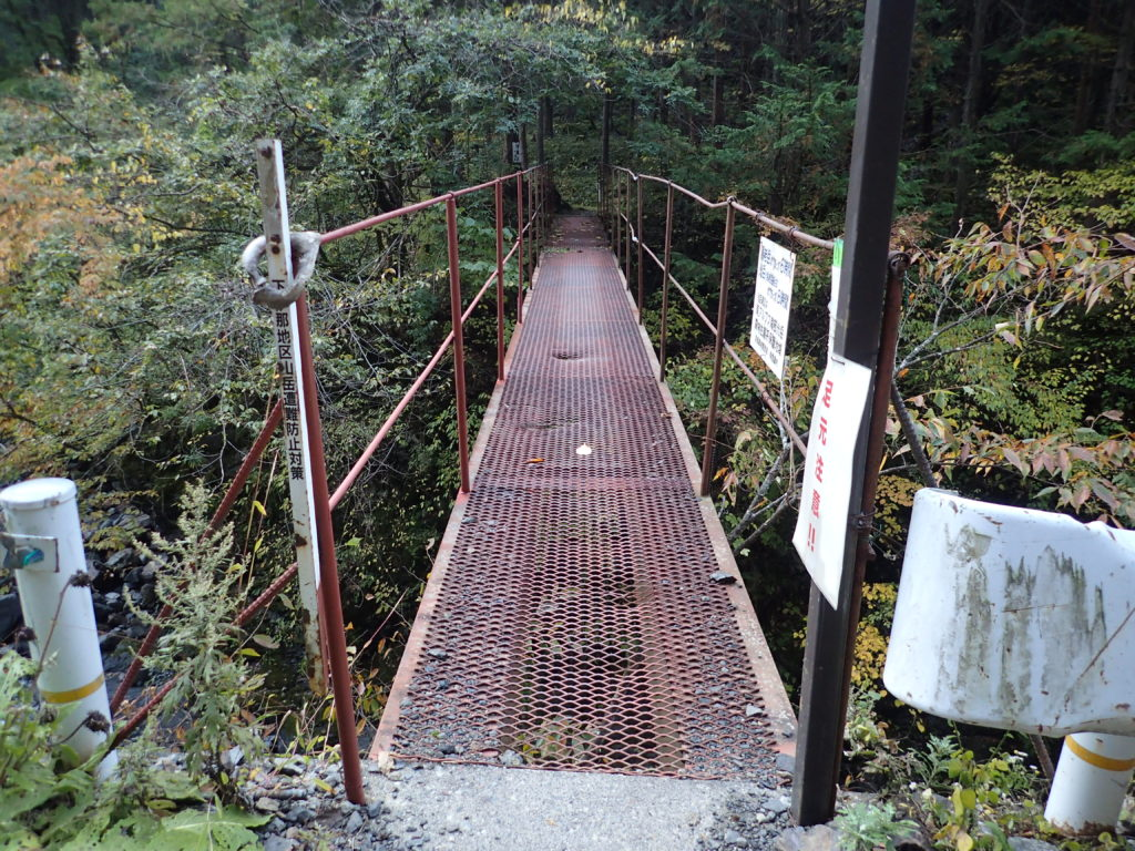 易老渡の易老岳と光岳登山道入口