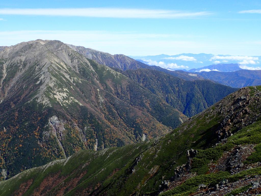 聖岳から見る赤石岳の大倉尾根