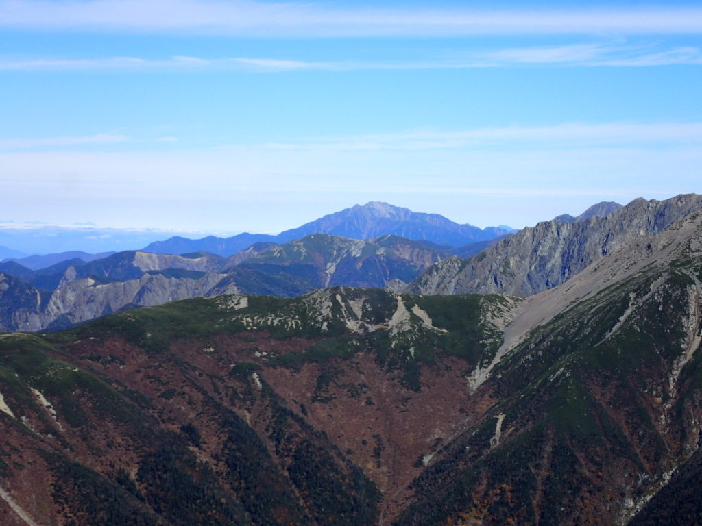 聖岳山頂から見る仙丈ヶ岳