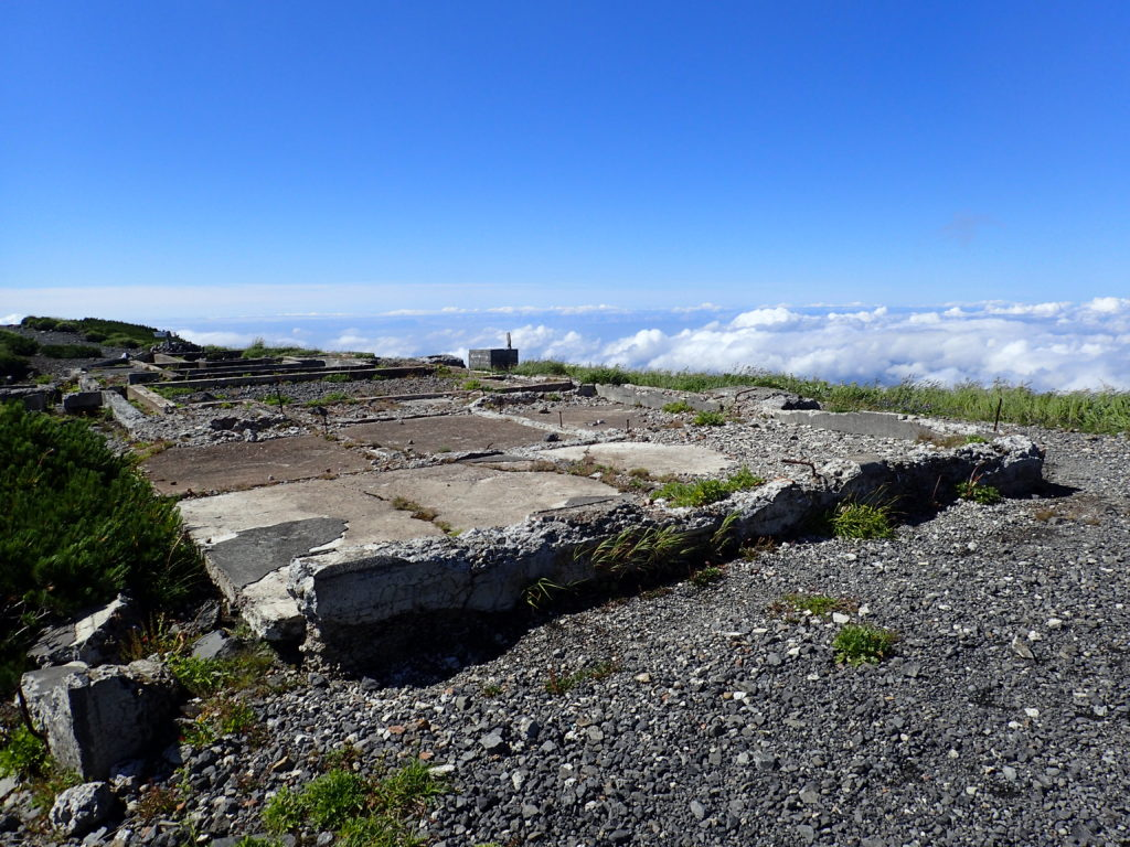 羊蹄山稜線の小屋跡