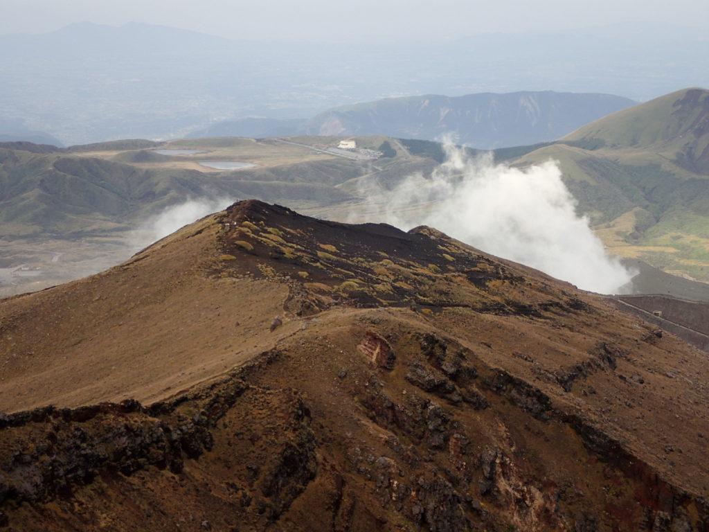 阿蘇山の中岳山頂と噴煙