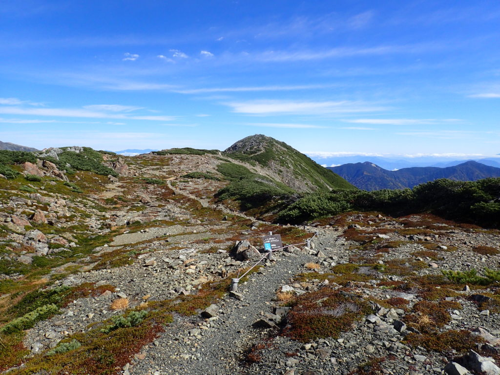 奥聖岳山頂方向