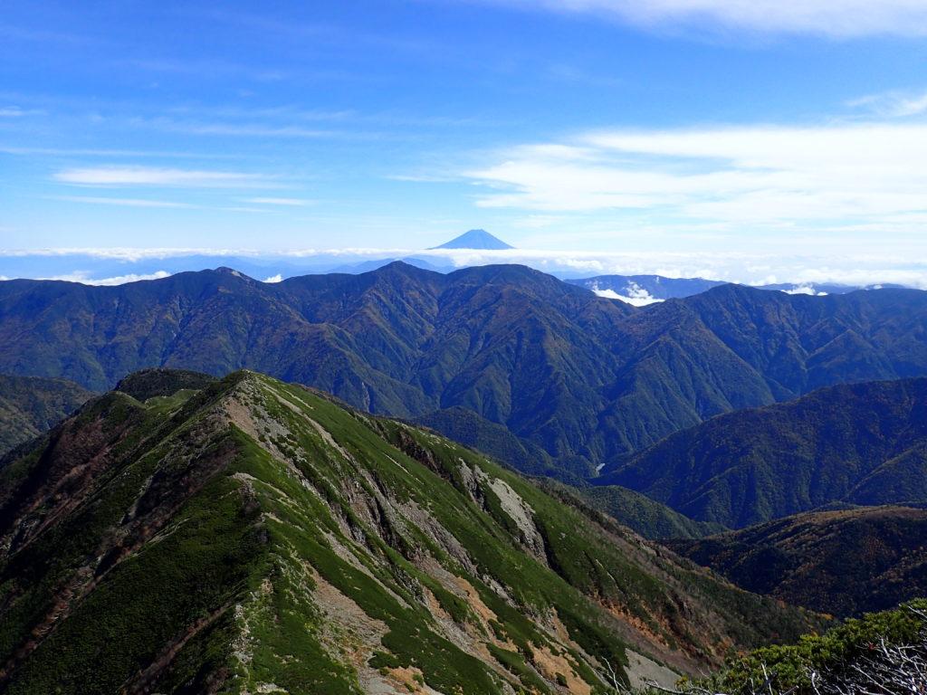 奥聖岳付近から見る富士山