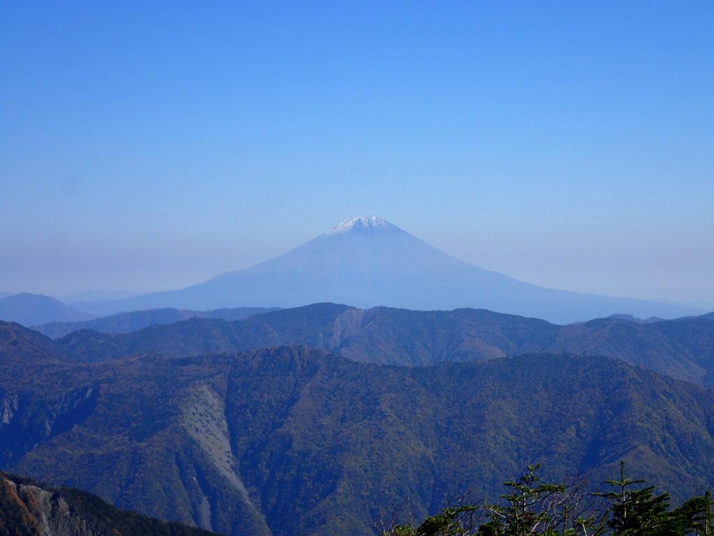 イザルヶ岳から見る富士山