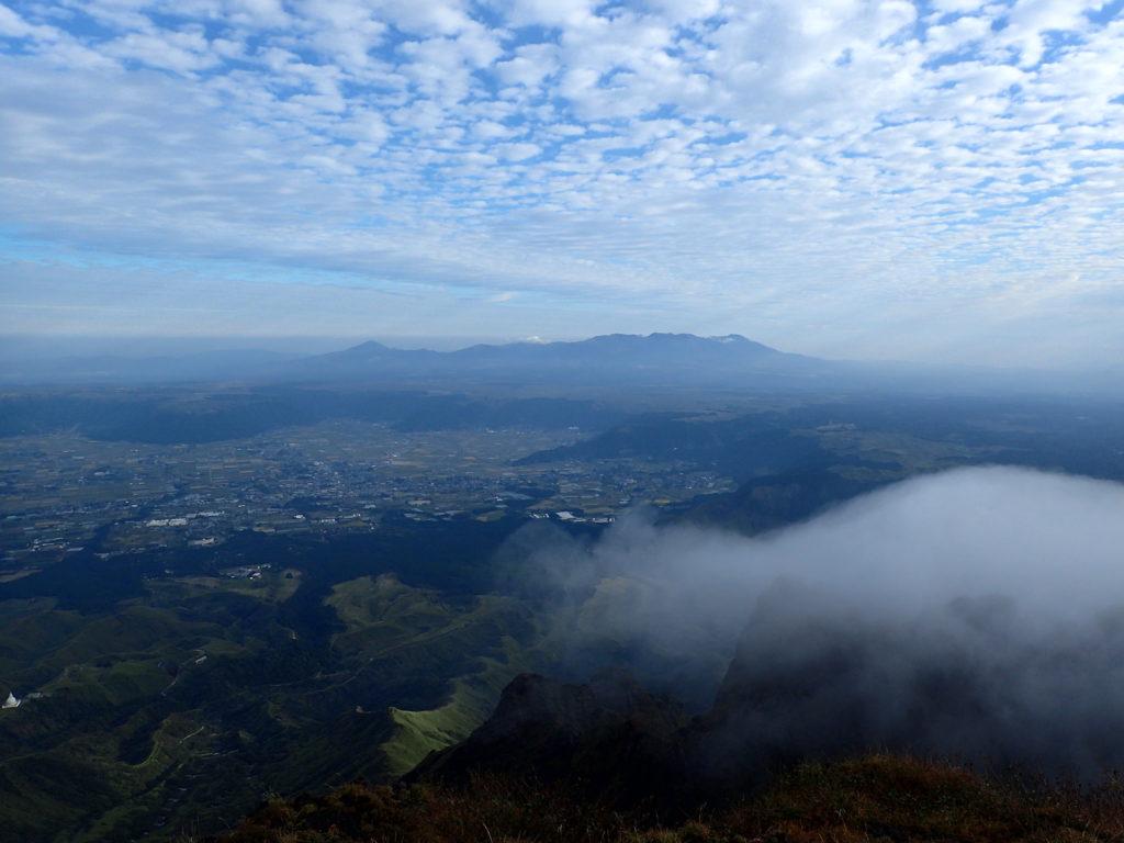阿蘇山の高岳から見る九重連山