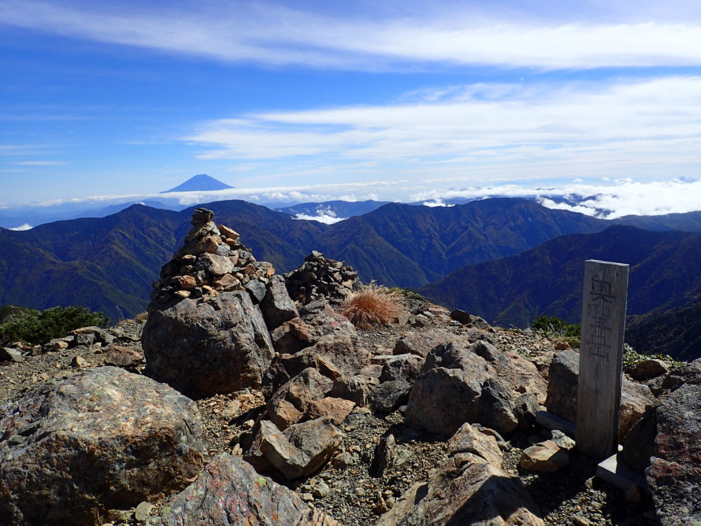 奥聖岳から見る富士山