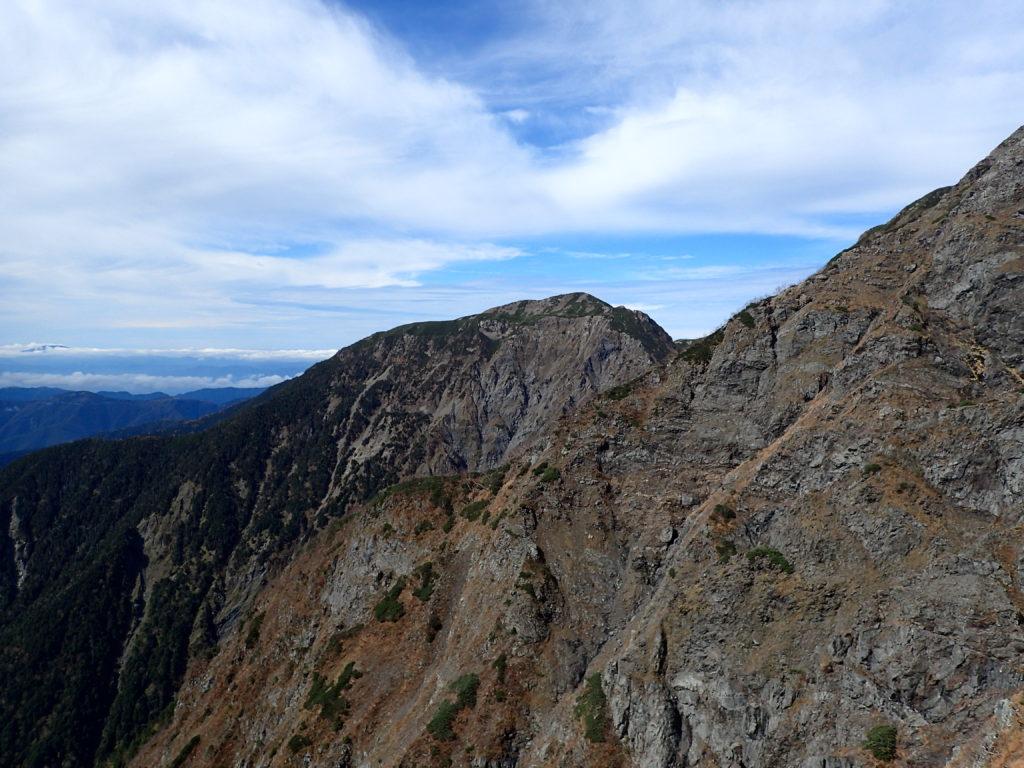 聖岳の便ヶ島ルートの小聖岳付近から見る兎岳