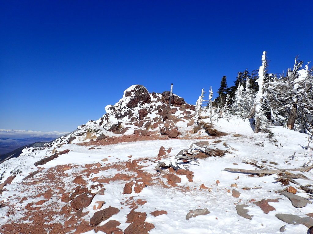 北八ヶ岳の茶臼山展望台から見る赤岳と阿弥陀岳