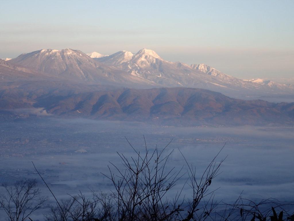 長野県長野市の太郎山から見る妙高山と火打山