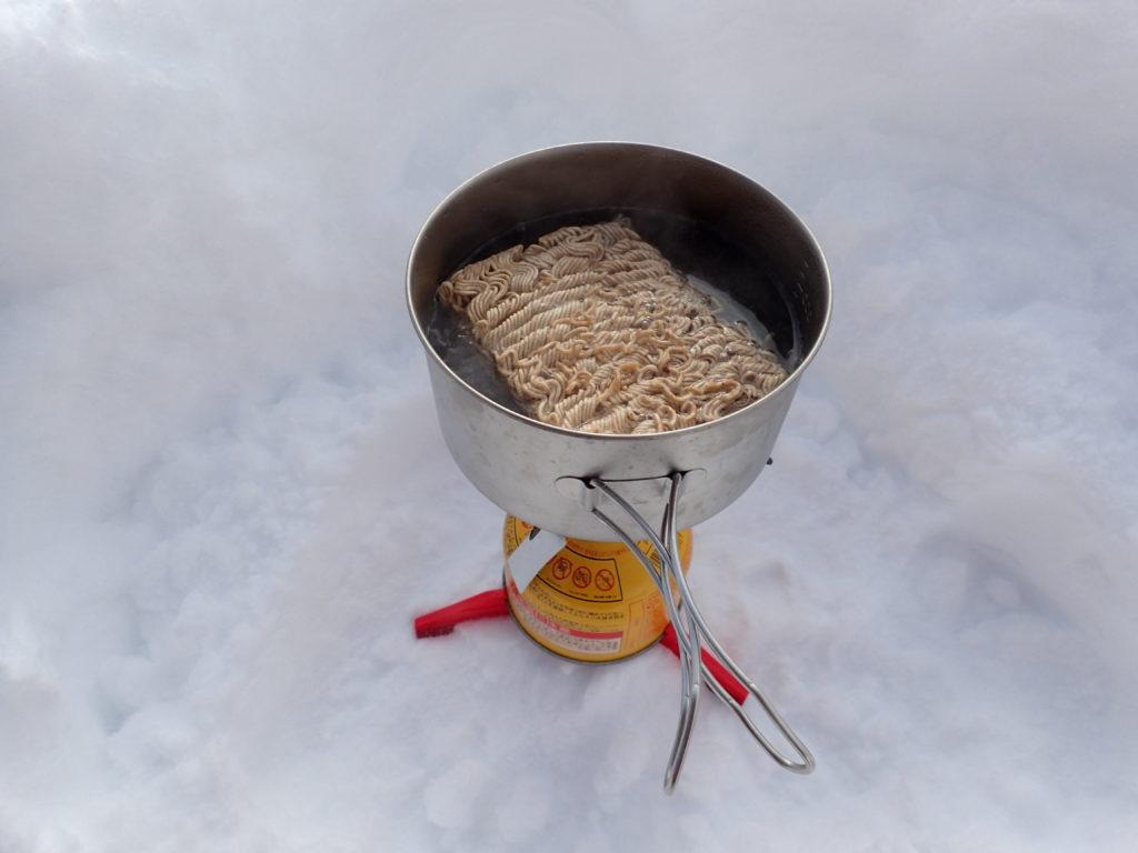 信州アルクマそばの調理風景