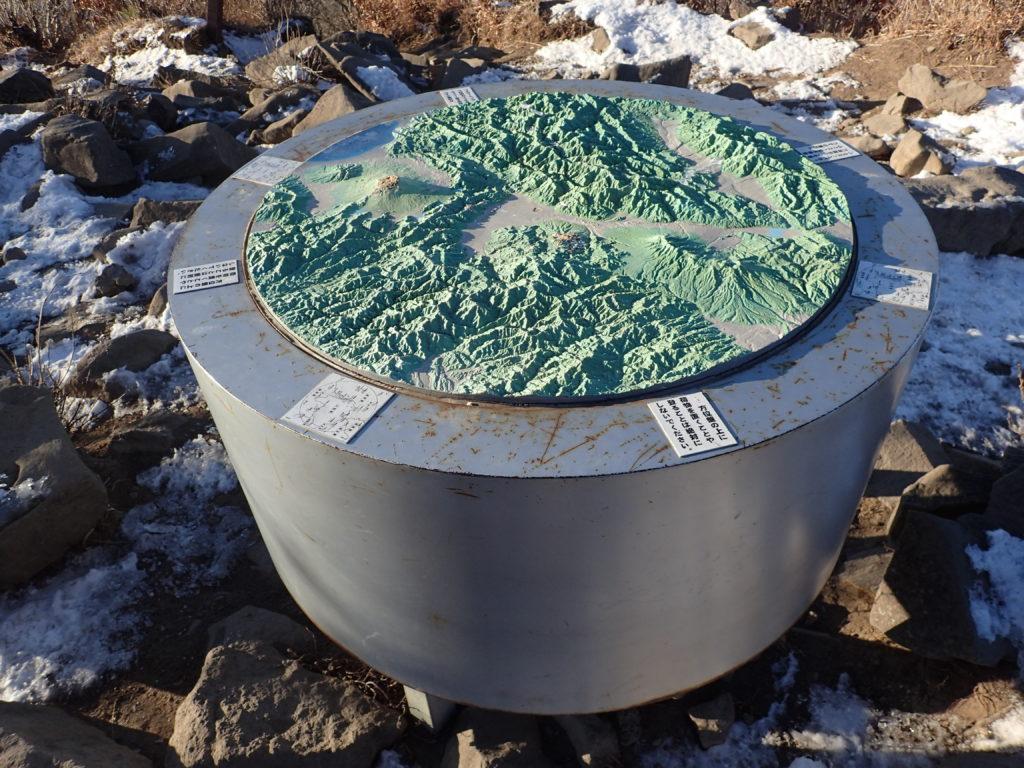 茅ヶ岳の山頂案内板
