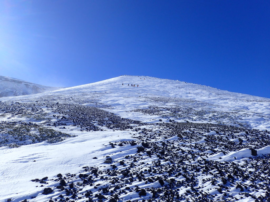 厳冬期の乗鞍岳の朝日岳