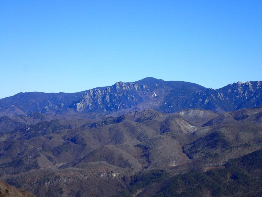 茅ヶ岳から見る瑞牆山