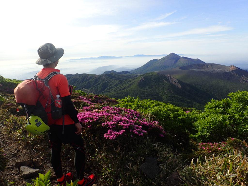 ひと夏での日本百名山全山日帰り登山での霧島山山頂での記念撮影