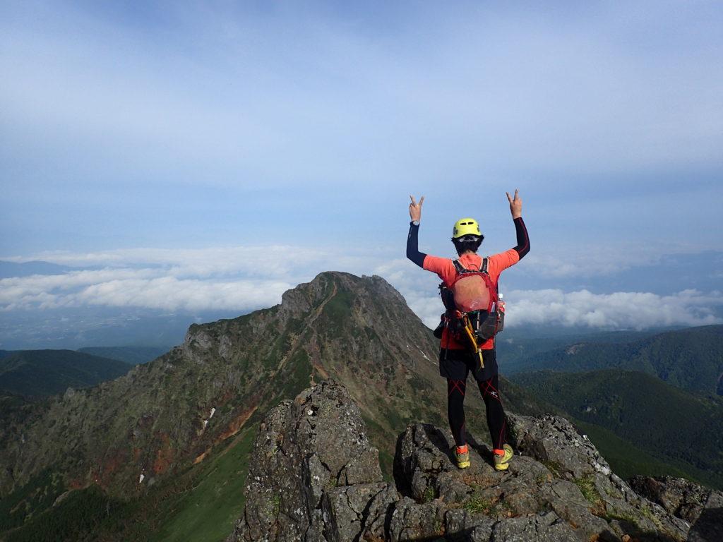 ひと夏での日本百名山全山日帰り登山22座目の八ヶ岳赤岳の山頂