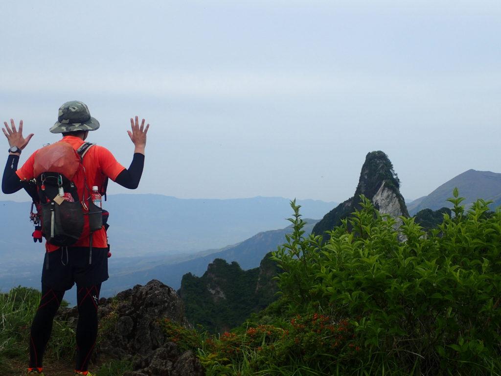 ひと夏での日本百名山全山日帰り登山10座目の阿蘇山(根子岳)山頂での記念撮影