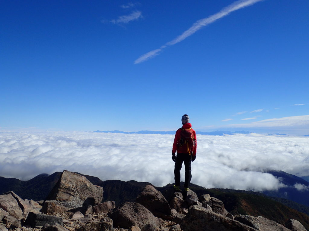冷たい風に吹きさらされた白山登山で活躍したモンベルの登山用グローブであるサンダーパスグローブ
