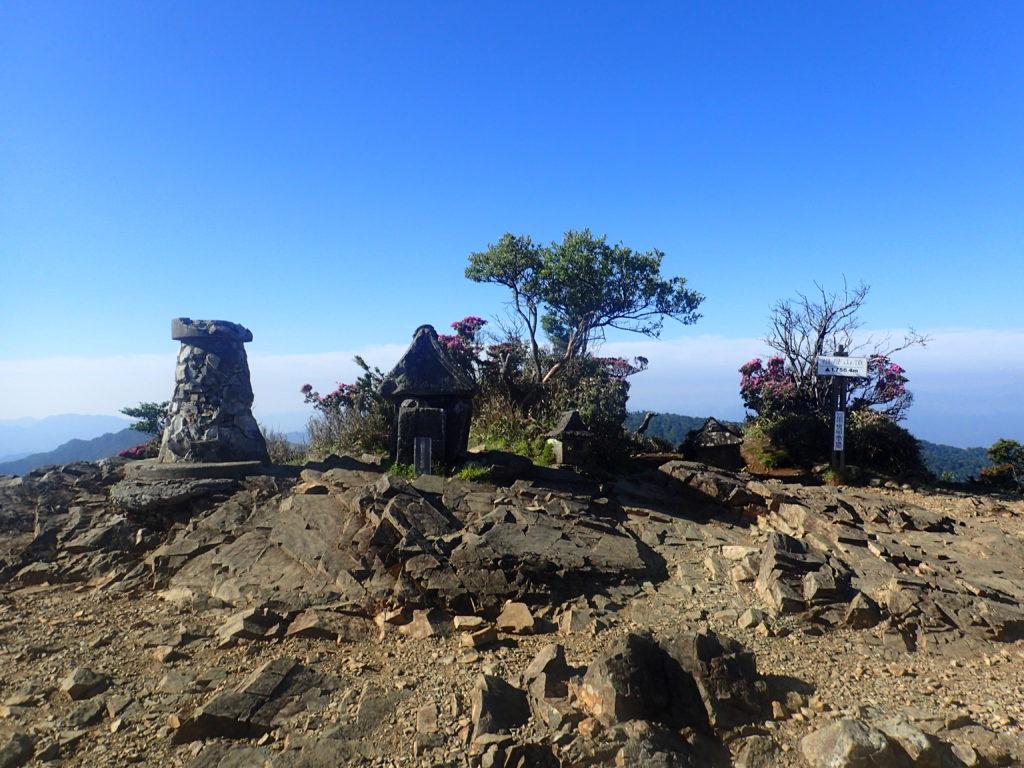 ひと夏での日本百名山全山日帰り登山で撮影した祖母山の山頂