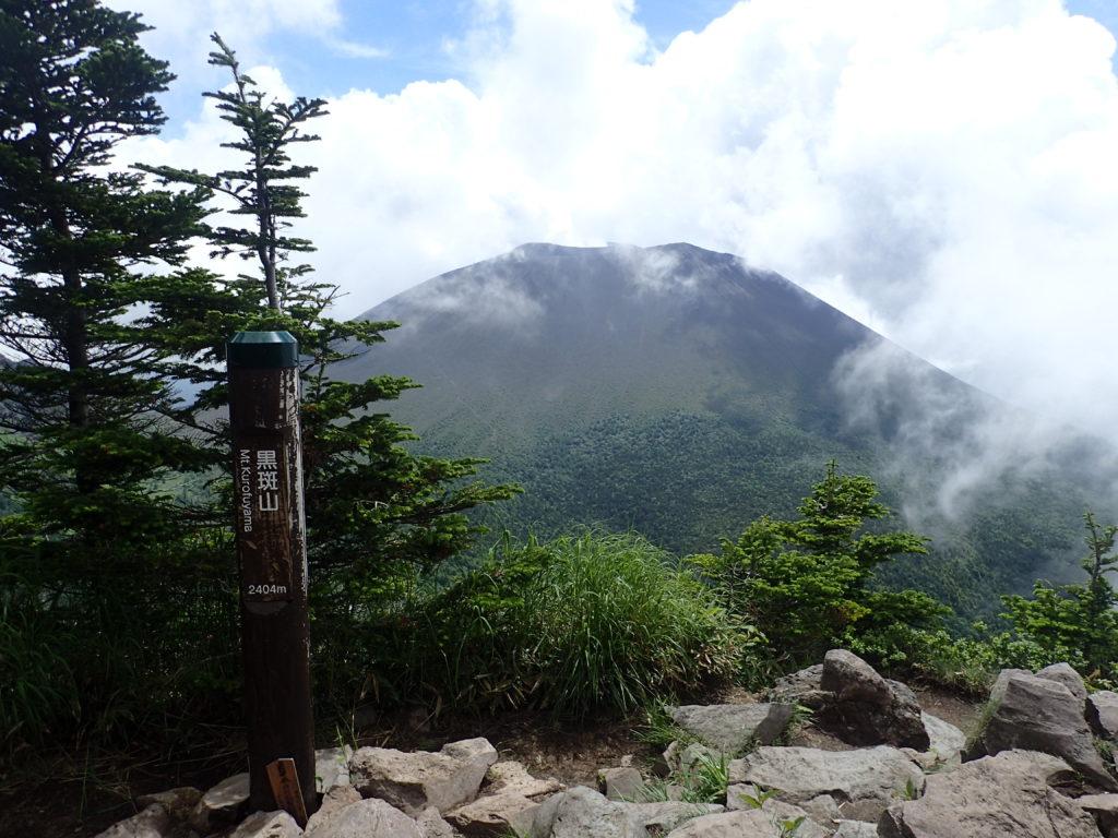 ひと夏での日本百名山全山日帰り登山で撮影した浅間山の黒斑山の山頂標