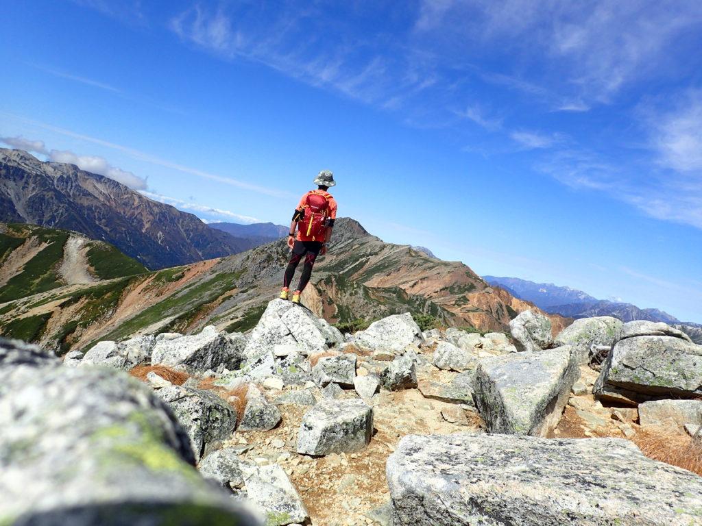 ひと夏での日本百名山全山日帰り登山93座目の鷲羽岳の山頂での記念写真