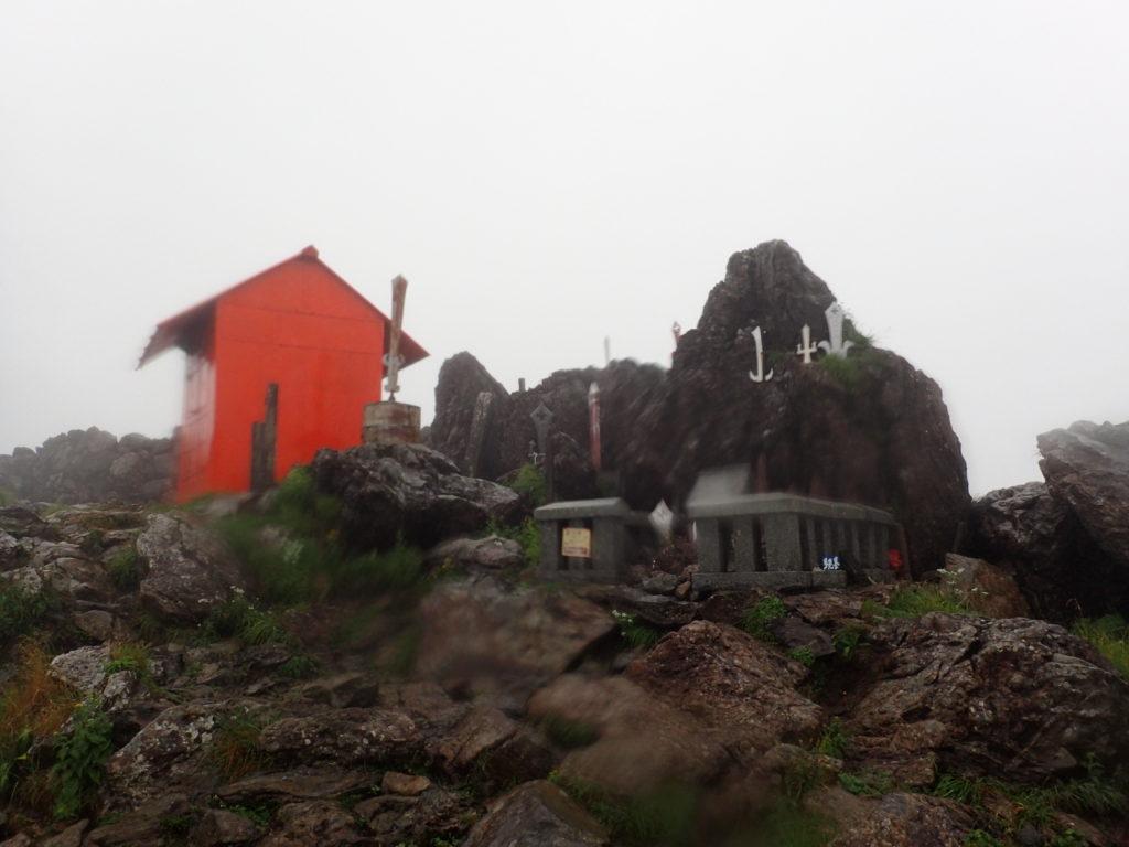 ひと夏での日本百名山全山日帰り登山で撮影した早池峰山の山頂