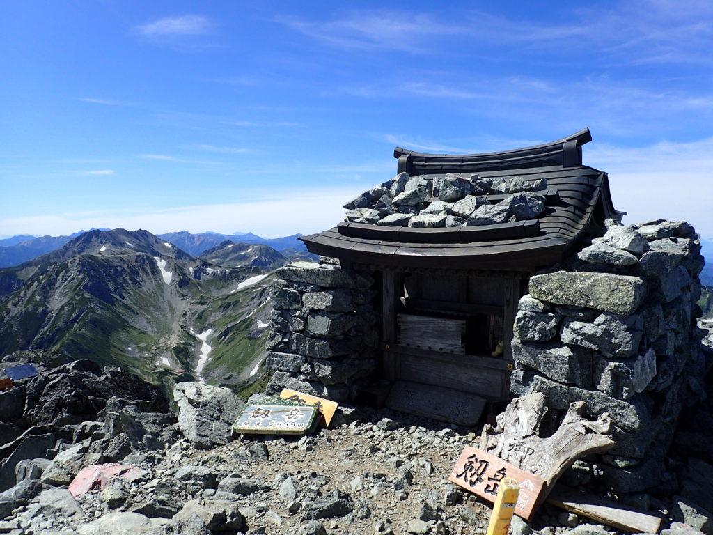 ひと夏での日本百名山全山日帰り登山で撮影した北アルプスの剱岳の山頂
