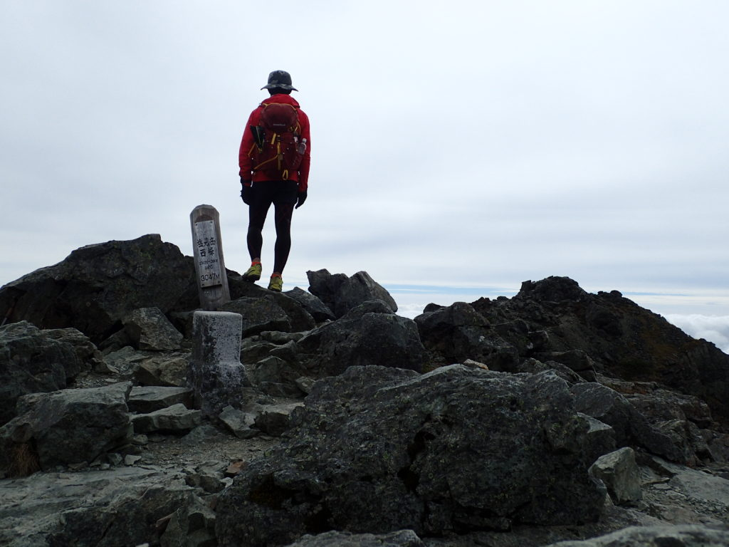ひと夏での日本百名山全山日帰り登山87座目の塩見岳の山頂での記念写真