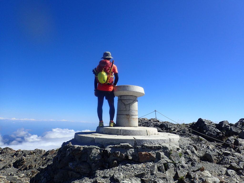 ひと夏での日本百名山全山日帰り登山75座目の白馬岳の山頂での記念写真
