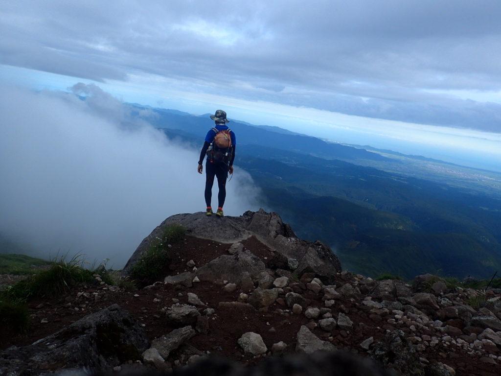 ひと夏での日本百名山全山日帰り登山64座目の月山登山での記念写真