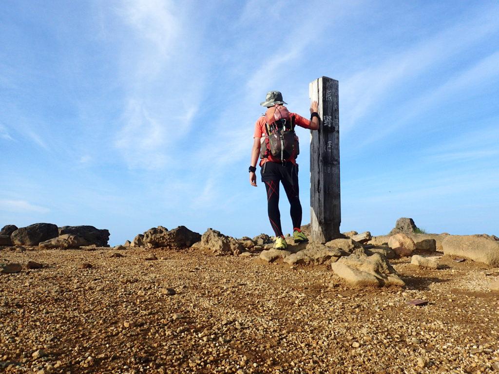 ひと夏での日本百名山全山日帰り登山48座目の蔵王山の山頂での記念写真