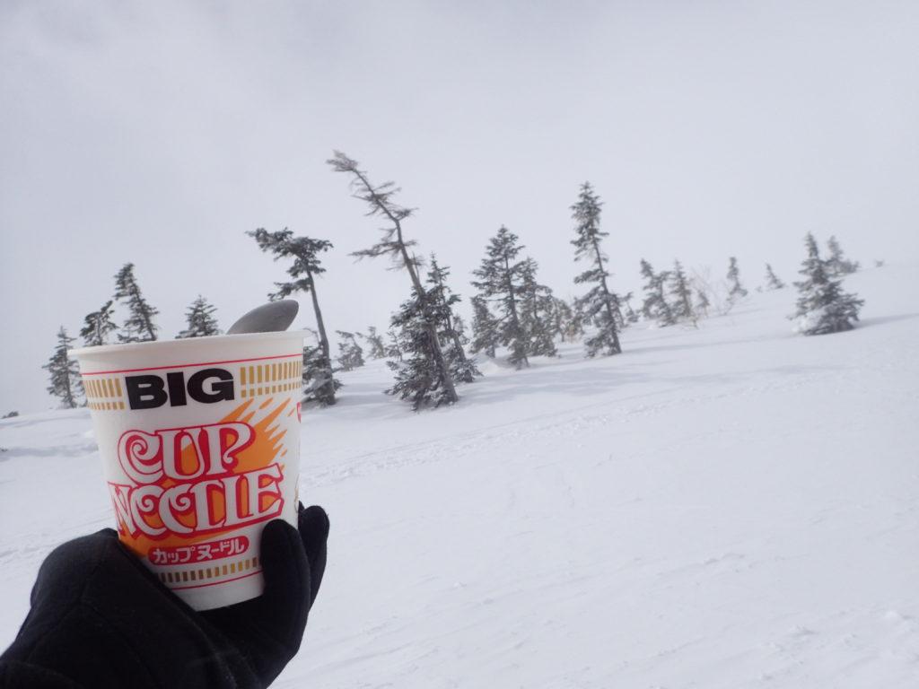 冬の乗鞍岳登山で食べたカップラーメン