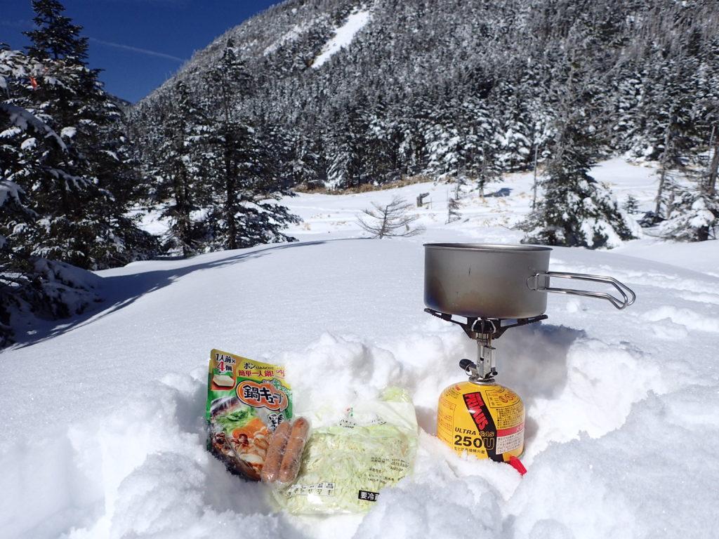 冬の北八ヶ岳でイワタニプリムスのガスバーナーであるP153ウルトラバーナーを使って鍋キューブクッキング