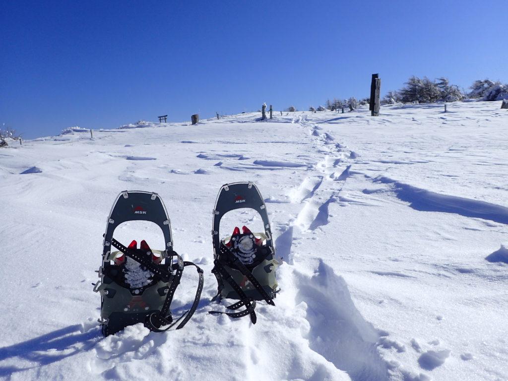 降雪直後の鉢伏山でMSRのライトニングアッセントでスノーシューハイク
