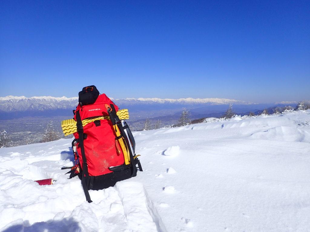 降雪直後の松本市の鉢伏山でグリベルのピッケルであるエアーテックエヴォリューションの記念撮影