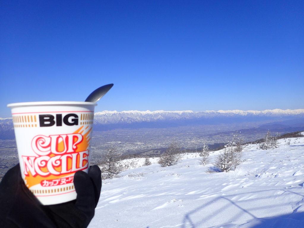 冬の鉢伏山展望台で北アルプスを眺めながらのカップラーメン